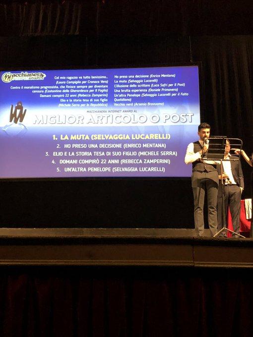 """Selvaggia Lucarelli si aggiudica invece il premio 🏅nella categoria """"Miglior Articolo o Post"""" #FDR18 #MIA18 Foto"""
