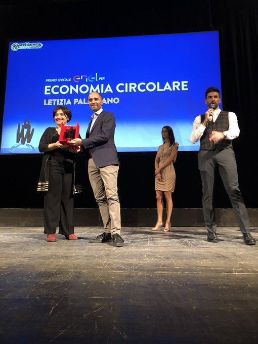 Il premio economia circolare viene assegnato da @EnelGroupIT e va a @leti_palmisano. Complimenti 🎊 #FDR18 #MIA18 Foto