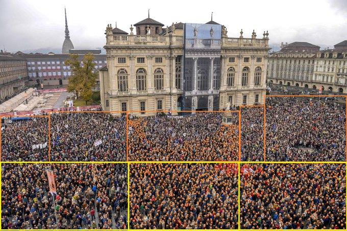 I giornali dicono che a #PiazzaCastello erano 40mila. Io che non mi fido ho presa una foto e ho cominciato a contare 😂segnando ognuno con un puntino. Finora quelli segnati (meno di metà) sono 2000 persone, per voi ci arrivo a 40mila o più verosimilmente mi fermerò a 5000? #SiTav Foto