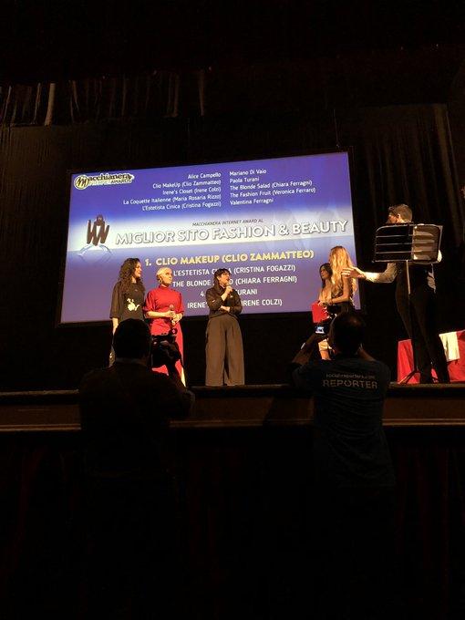 """Scroscio di applausi per @ClioMakeUp che si aggiudica il premio come """"Miglior Sito Fashion & Beauty"""". 🎊🏅 #FDR18 #MIA18 Foto"""