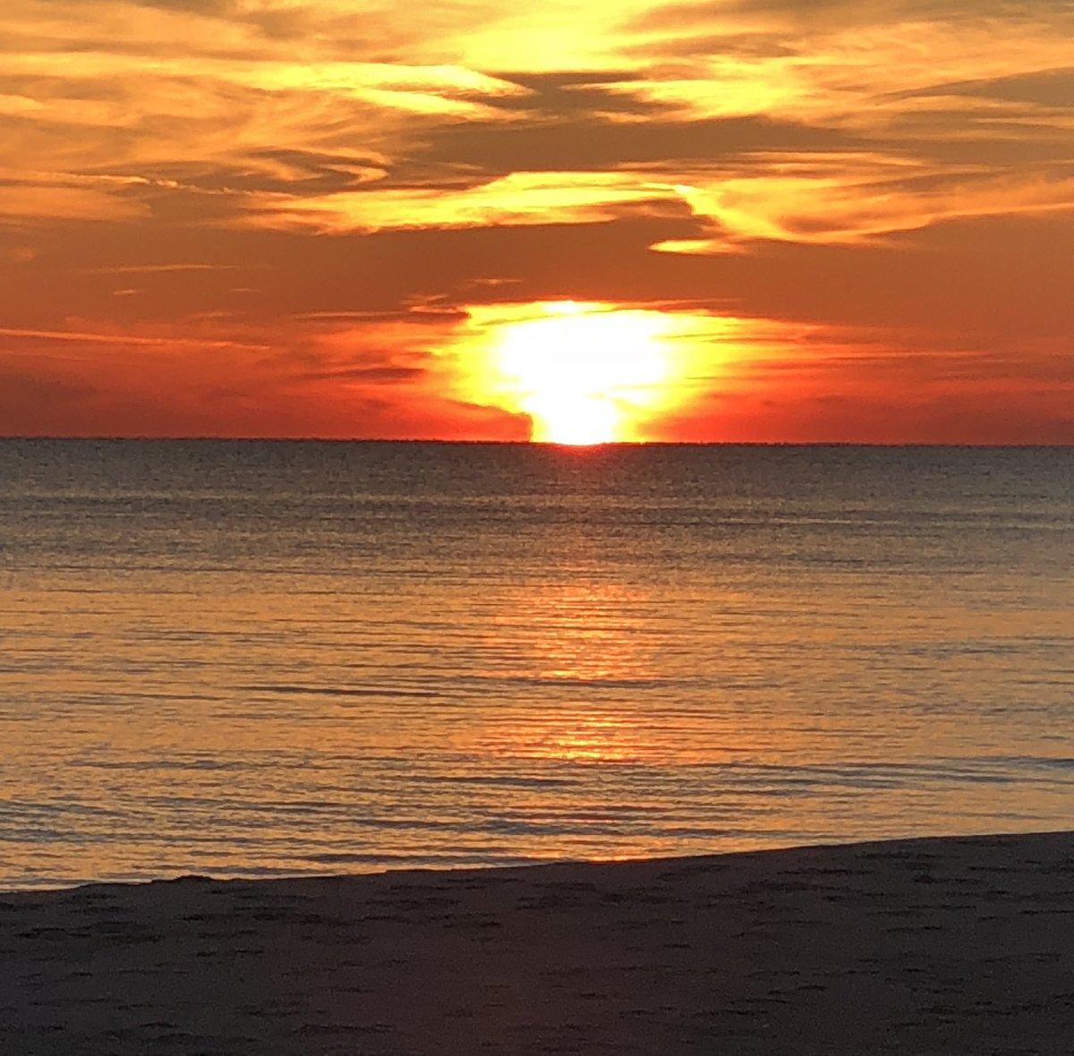 Sunset Panama City Beach @spann @CharlesDanielWx<br>http://pic.twitter.com/PMdeL5cVph