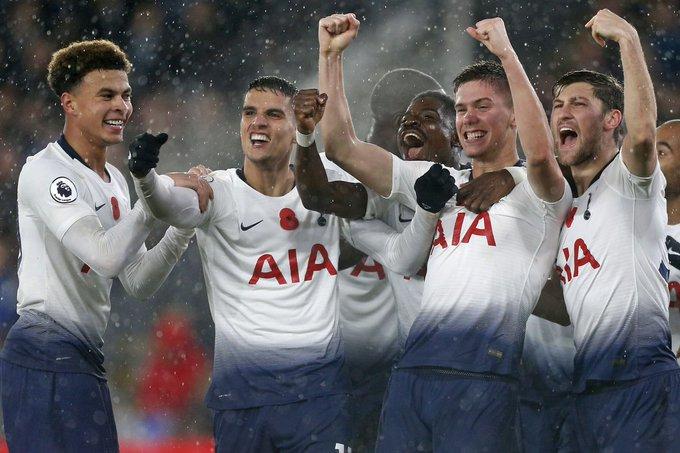 🏴 Premier League l O Tottenham chegou a quarta vitória consecutiva, e embolou a briga na parte de cima do Campeonato Inglês ao vencer o derby contra o Crystal Palace por 0x1 com gol do defensor argentino Juan Foyth. Photo
