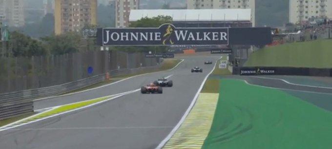 Impeding ad Hamilton su Raikkonen non così grave, eppure è avvenuto in rettilineo, con Lewis che aveva benissimo modo di vedere Kimi arrivare a differenza di Vettel con Sainz in Austria che sbucò fuori dalla prima curva. #SkyMotori #BrazilGP Foto