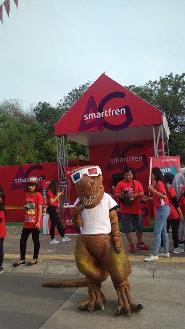 Booth paling keren di acara RCTI RedsRun kali ini yang pasti booth nya @smartfrenworld Ada dinosaurus nya! #GoUnlimited Photo