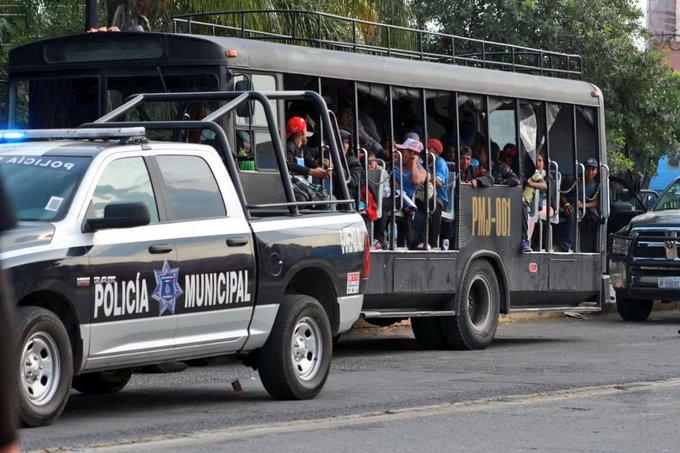 Llegan los primeros cien migrantes centroamericanos a Guadalajara, autoridades ha preparado el auditorio Benito Juárez donde se espera que en el transcurso de la noche y la mañana de este domingo lleguen al rededor de 5000 mil centroamericanos. Foto