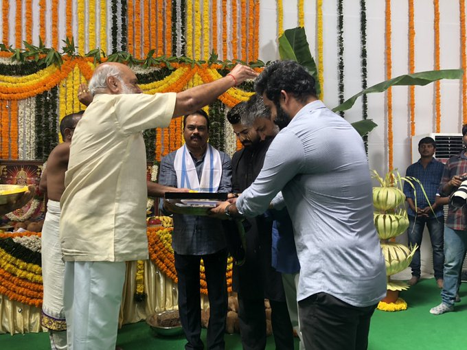 Seeking the blessings from Legendary Sri @Ragavendraraoba garu ✨ #RRRMassiveLaunch Photo