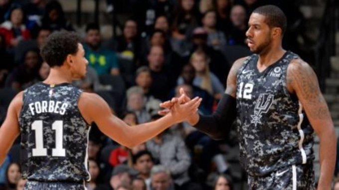 Spurs get the W! @TylerClerkin_5 has your recap here! Recap: Spurs 96, Rockets 89 #GoSpursGo #NBA Foto