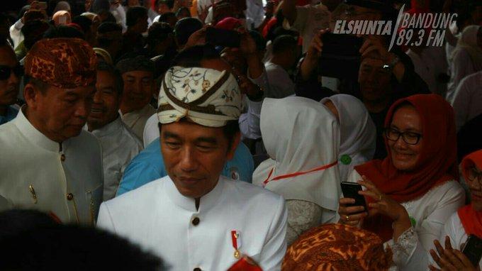 Presiden RI, Joko Widodo tiba di Paguyuban Pasundan , Kota Bandung untuk menghadiri pengukuhan Pinisepuh Paguyuban Pasundan.(Tah) #ElshintaWeekend Photo