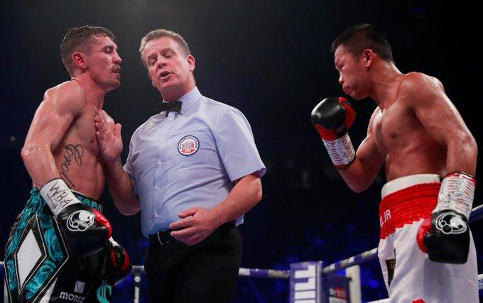 #CNNIndonesia Daud Yordan gagal mewujudkan ambisi menantang juara bertahan Vasyl Lomancheko usai dikalahkan petinju tuan rumah Inggris, Anthony Crolla, Sabtu (10/11). Photo