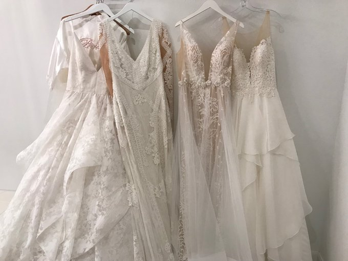 Wedding dress shopping for many choices! #aruba Foto