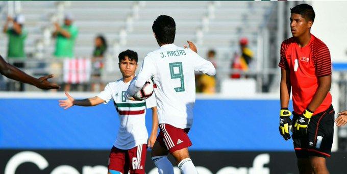 Misael Domínguez colaboró con una anotación y un pase de gol en el 10-0 de México sobre Aruba. 💙🇲🇽 Foto