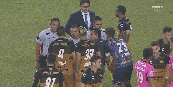 ¡Final polémico y #DoradosxESPN empata en casa! Ahora el equipo de #MaradonaxESPN enfrentará a Mineros en los Cuartos de 🐠 1-1 ⛪ Lo viste en 📺ESPN 2 ¡ Foto