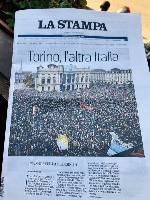 Meravigliosa prima pagina de @LaStampa di oggi. #Sitav si al cambiamento, no al cialtronismo #m5s . Foto