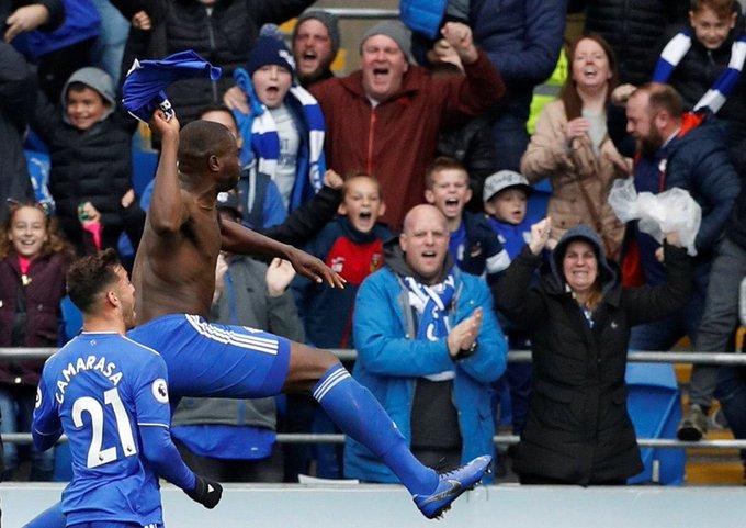 """Cardiff City forması giyen Sol Bamba: """"Golden sonra hakem 'Formanı çıkardın mı?' diye sordu, ben de 'Hayır' dedim. Sarı karttan böyle kurtuldum."""" Photo"""