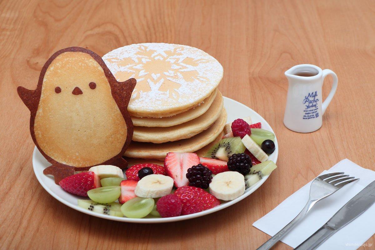 ふらっと入ったカフェで、店員さんオススメの「雪の妖精パンケーキ」なるものを注文して出てきたのがこれ。可愛すぎて食べられな~いと言いつつ、幸せに包まれながら完食した。店名は「cafe Snow Fairy」。