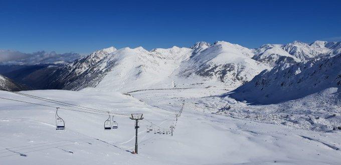 Bonjour, bon dia. 6 pistes ouvertes et 3 remontées en fonctionnement. 50 - 10 cm de neige. Ouvert le secteur Vignole et Mine. #paysdelaneige #portepuymorens #esquí #ski #cerdanya #cerdagne