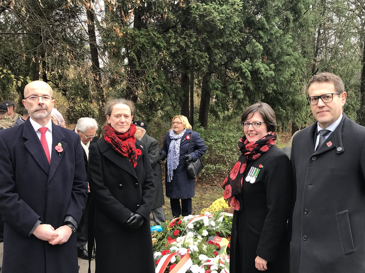 Remembering our fallen at the Commonwealth Remembrance Service in Warsaw with @AmbassadorKnott @MPTNZ and @Scanlon_Leslie #RemembranceSunday2018