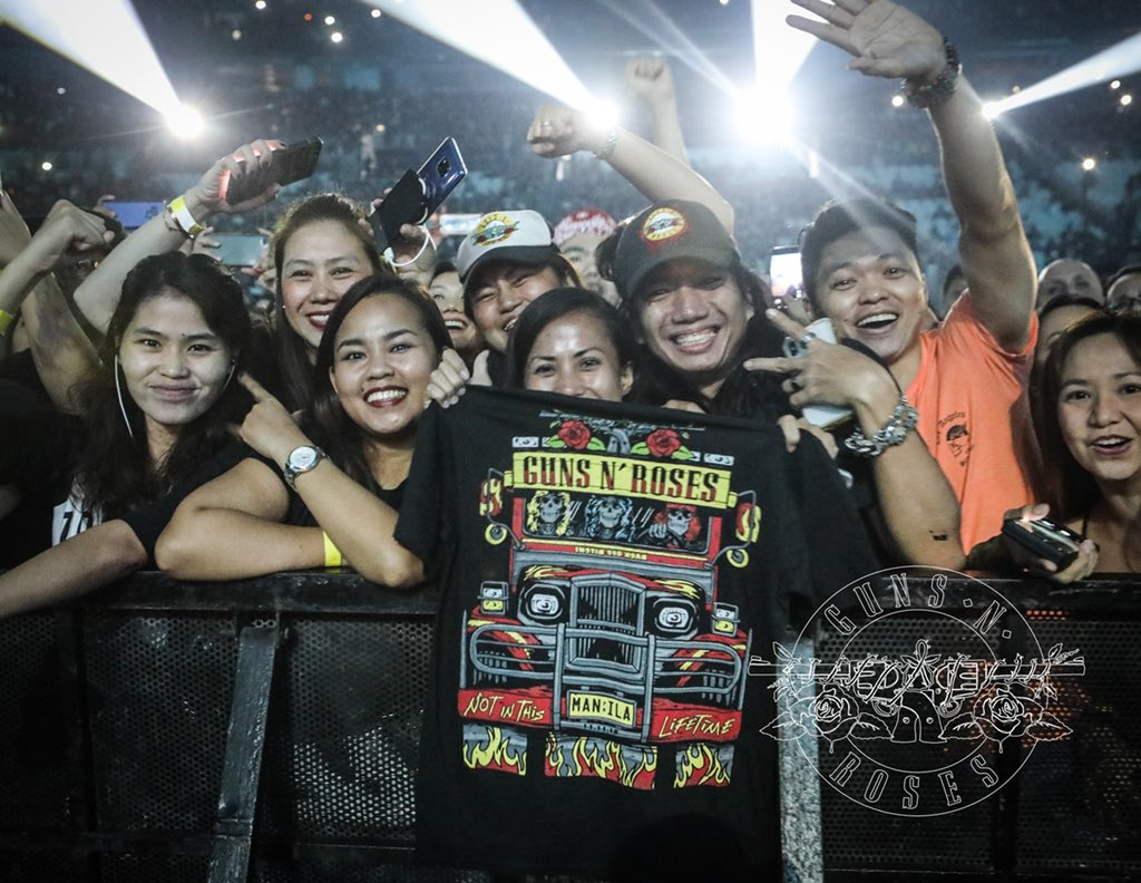 MANILA! Tweet your photos from tonight's show using #GNRinManila and we'll retweet some of our favorites...