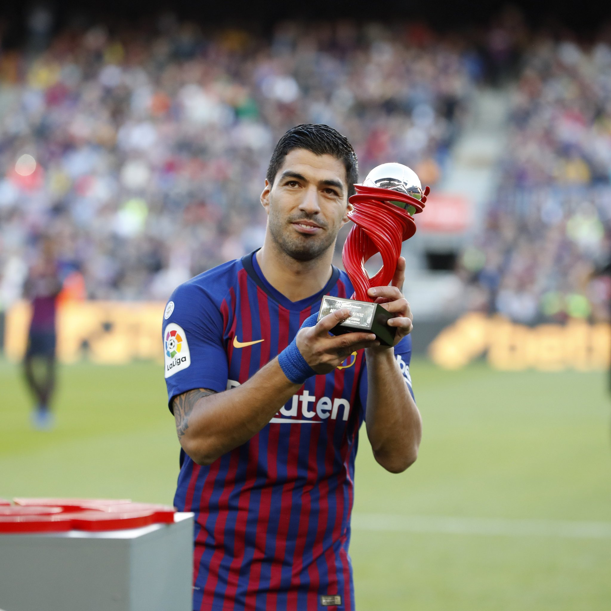 ⚽ @LuisSuarez9  �� Player of the month in @LaLiga - October https://t.co/d7GkRmtGly