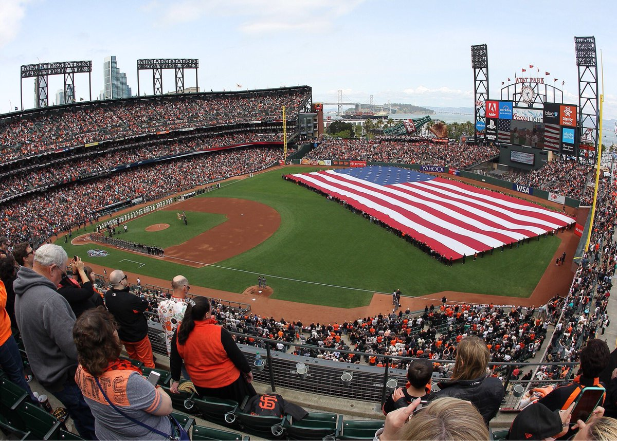 We salute all the men and women who have served our country. Thank you for your service.  #VeteransDay | #SFGiants