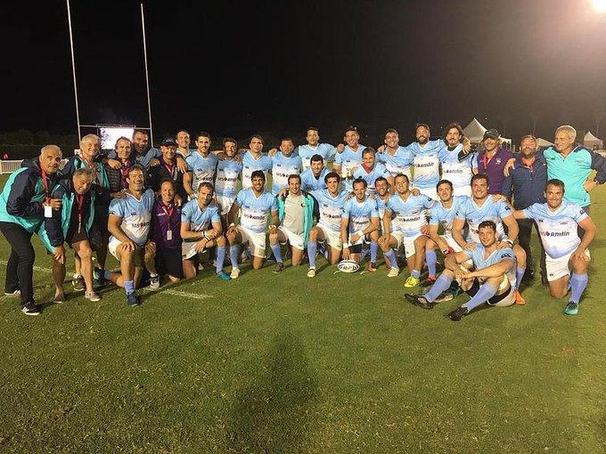 ¡Que linda costumbre! Felicitaciones a Los Pumas Classic nuevamente campeones del mundo en Bermuda. 🏆 Vamos 🇦🇷🇦🇷🇦🇷🇦🇷! Foto