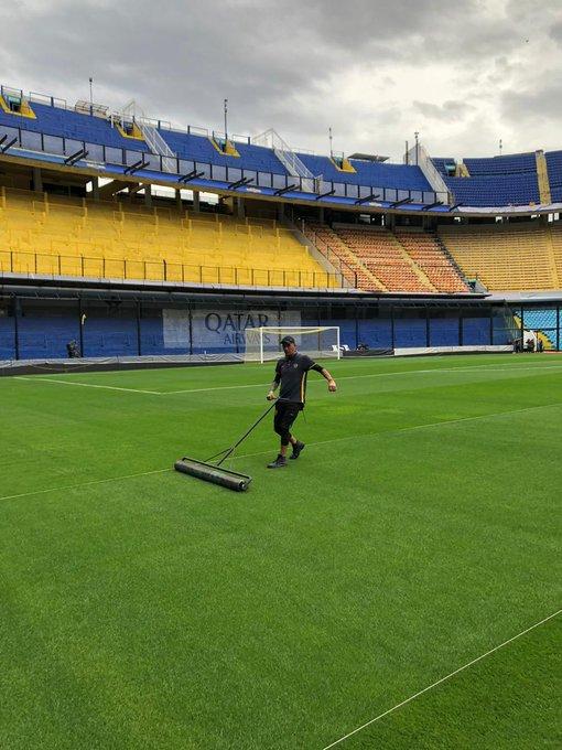 Todo en condiciones para q se dispute la primera final de Copa Libertadores tal cual lo anuncio @CONMEBOL ayer. Los empleados de Boca trabajaron a full para dejar todo en optimas condiciones . Foto