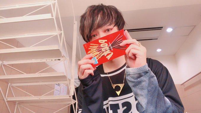 センラワンマンライブツアー SSTILO!!!:Reイン名古屋お疲れ様でした! 初日で不安な部分もありましたが精一杯できたと思います! 本当に皆様ありがとうございました! 公演前に撮れなかったのでよれよれですがポッキーの日なので Photo