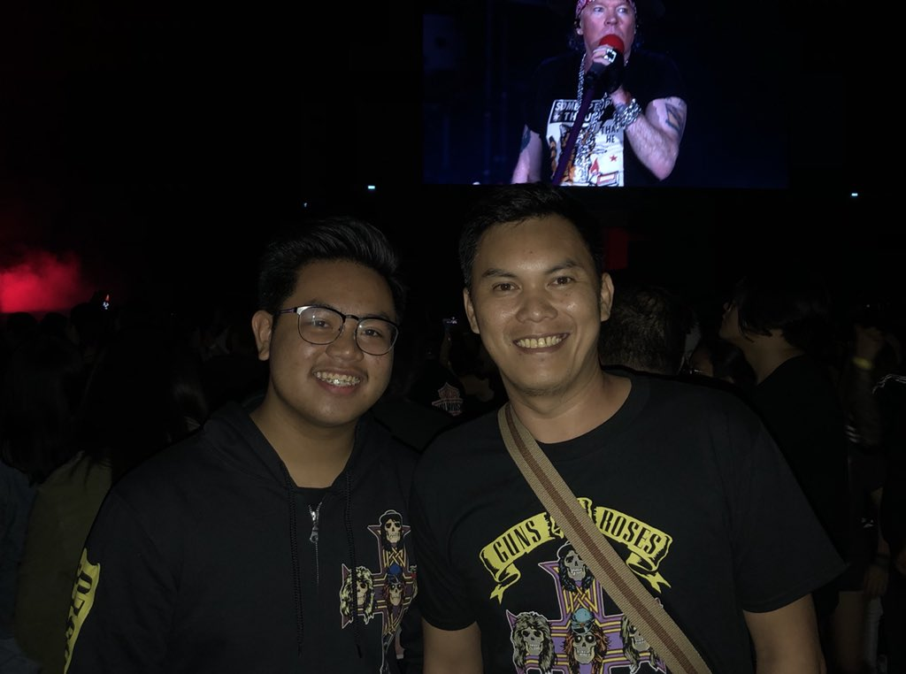 Congrats to our fans at the show in Manila getting upgrade to the pit tonight! #GNRManila