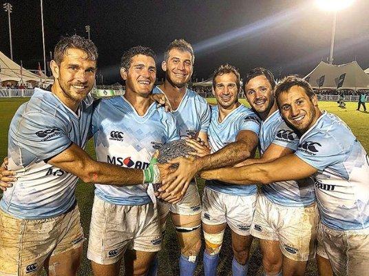 🏆Otra Copa para los Pumas Classic. Por segundo año consecutivo se llevaron el #WorldRugbyClassic en Bermuda. Otra vez de la mano del gran Chapa Branca ☘️Paliza 25-0 sobre Irish Legends en la final Foto
