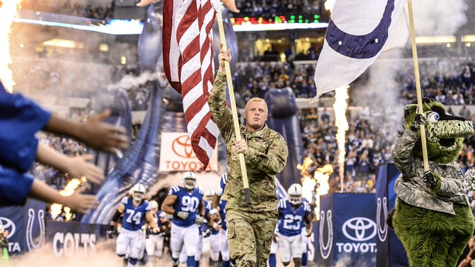 Today, in honor of #VeteransDay, the @NFL is donating $25 PER RETWEET to its military partners! 🇺🇸 Thank you, veterans! #SaluteToService Foto