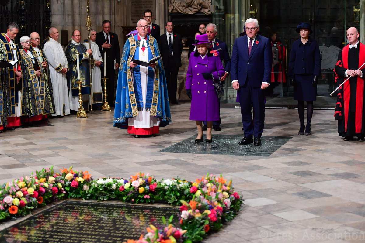 The Queen and the President of Germany placed fresh flowers on the Grave of the Unknown Warrior. #Armistice100
