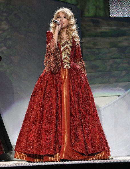 @taylornation13 Remember the love story dress during the fearless tour!!! #10YearsOfFearless
