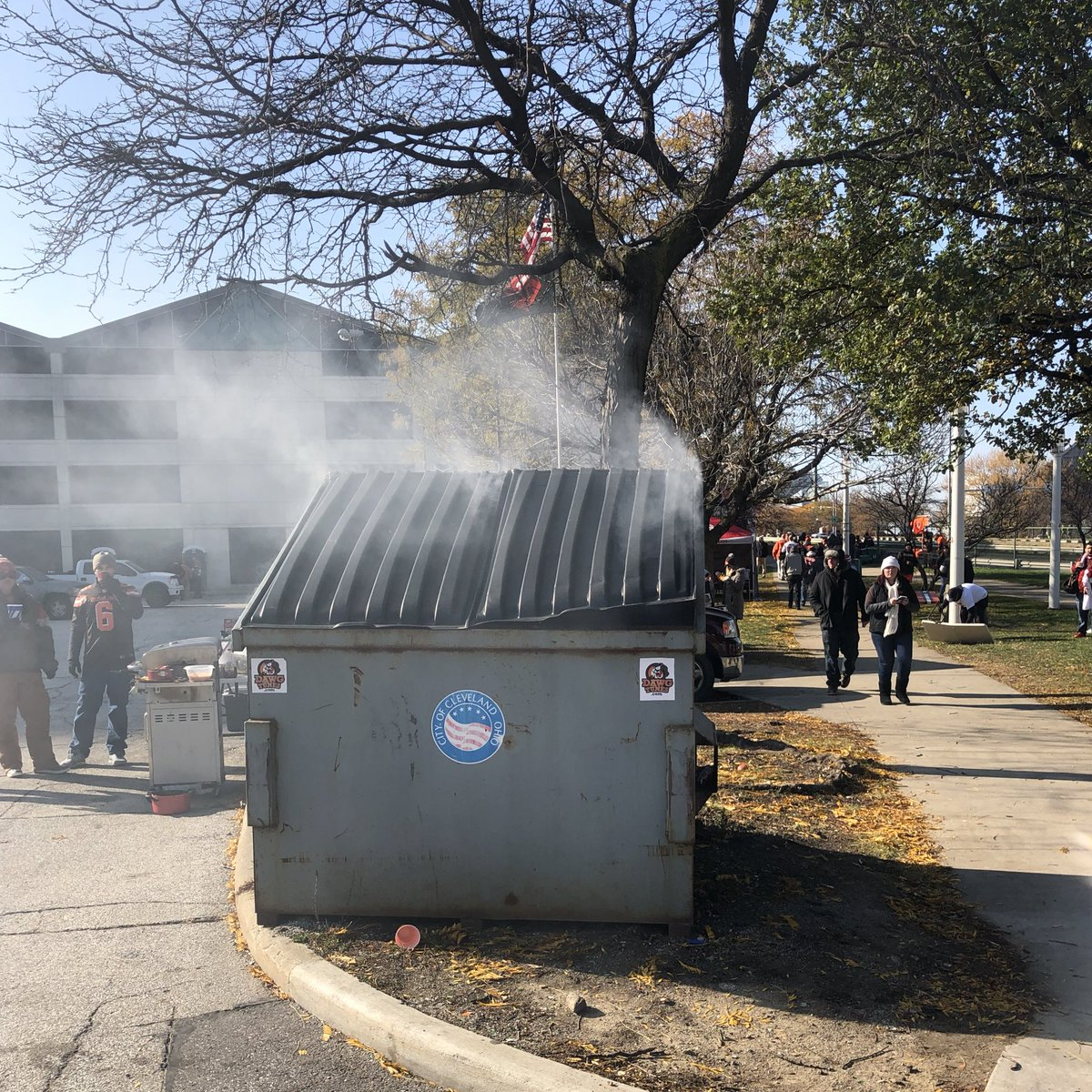 There is a literal dumpster fire in the Muni Lot today. Only in Cleveland. #Browns https://t.co/bhgkdXOpU3