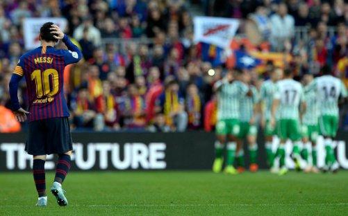 شاهد | برشلونة يتلقى خسارة قاسية برباعية  من ريال بيتيس، تحت أعين ميسي