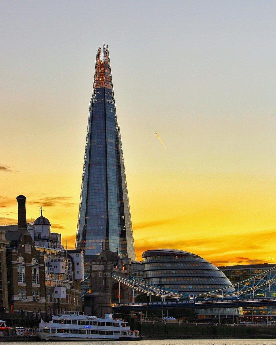 Sunset cruising on River Thames with @thamesrockets 🌇 [via IG/_aaperspective_] #visitlondon