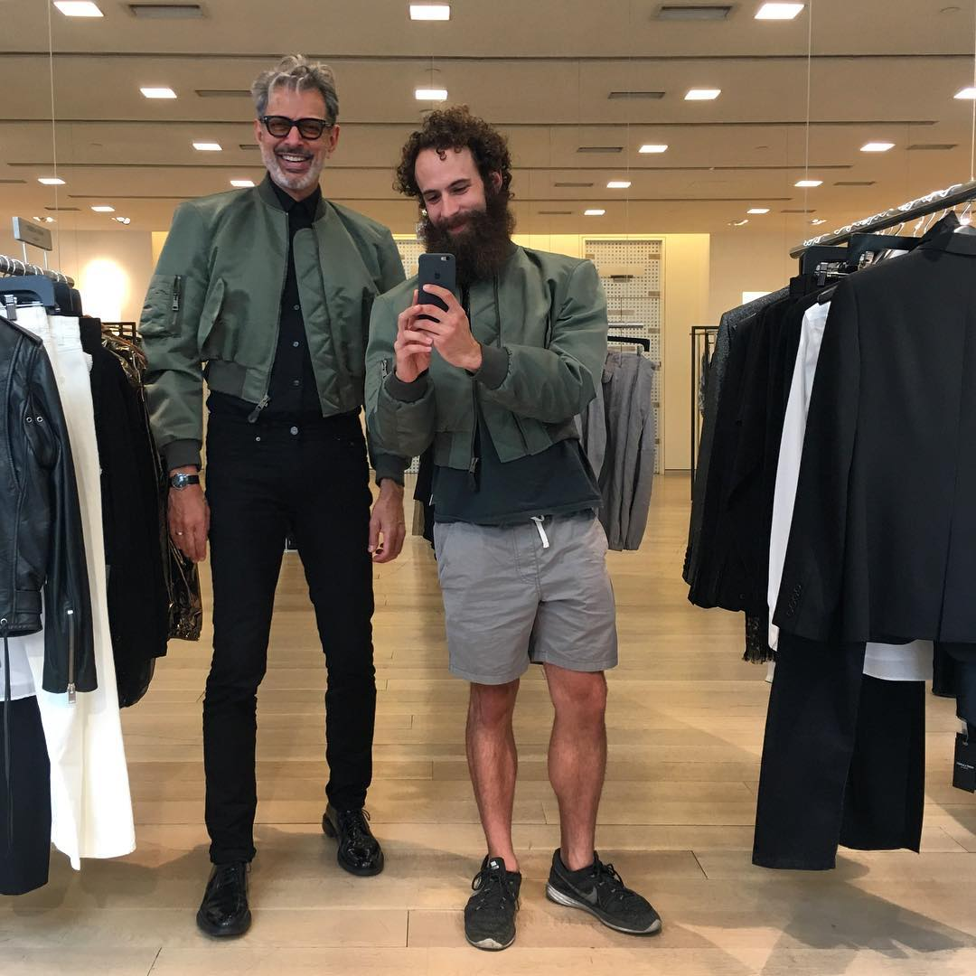 RT @goldblumlooks: Jeff and his stylist, Andrew (the man that makes zaddy look so cool) https://t.co/UnPwiuT3B7