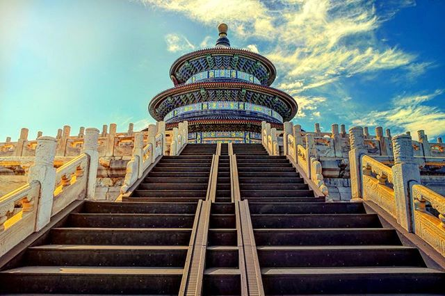 💙Temple of Heaven in Beijing 🇨🇳 #autumn🍁 #bluesky #travelphotography #traveller #travellife #cloudslime #temple #asia #beijing #beijinglife #beijing🇨🇳 #templeofheaven #architecture #architecturephotography #historical #perspective #symmetry