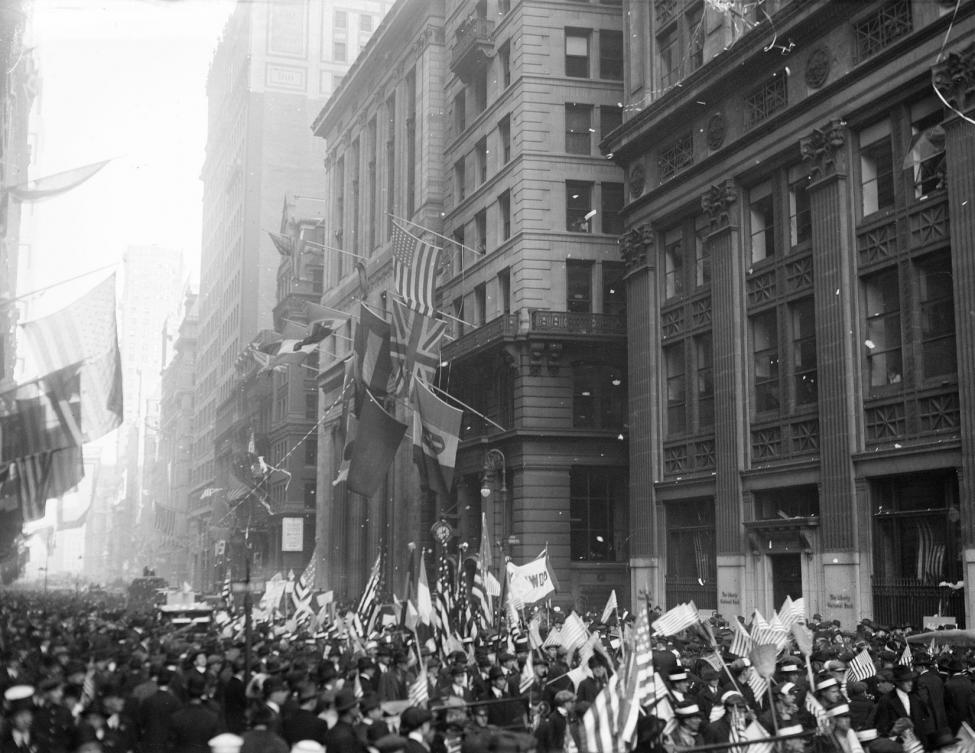 Nov 11, 1918 - Crowds of people celebrating the end of the war in New York City #100yearsago