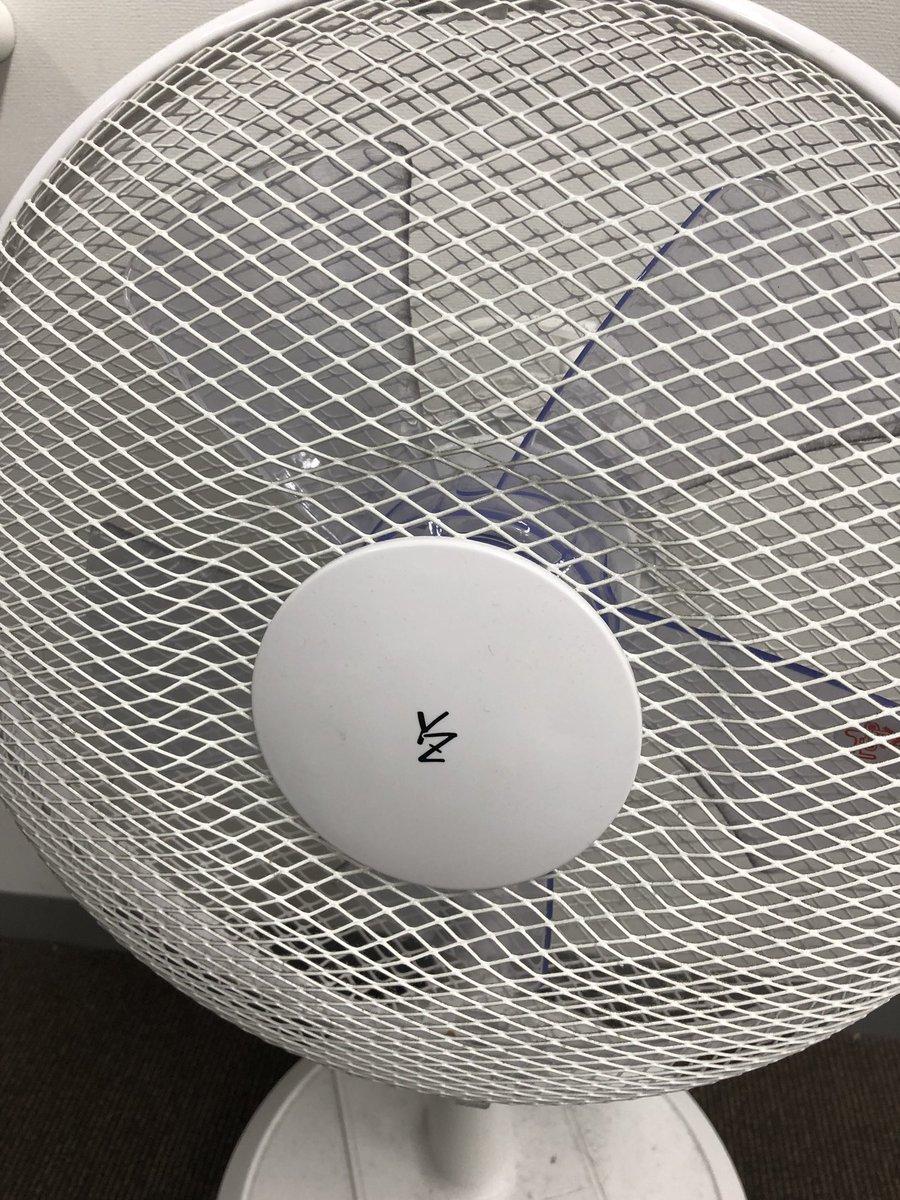 RT @0_0megane0_0: 幕張の楽屋の扇風機この時期いらんやろと思ったけど ゆず兄が来た時用に置いてるやな。 よう見たらYZって書いてる。 扇風機にサインしてるやん。 https://t.co/KsAmRORGzs
