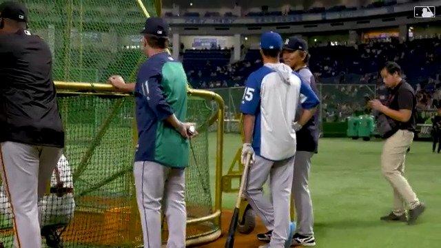 .@WhitMerrifield couldn't wait to meet Hideki Matsui.  #JapanAllStarSeries https://t.co/X2xEW3Rycy
