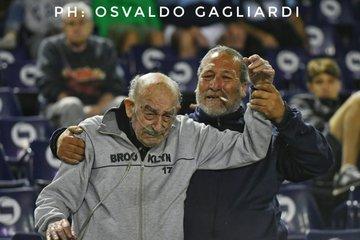 Οπαδός 95 ετών πήγε στο γήπεδο με μπουκάλα οξυγόνου! (photos)