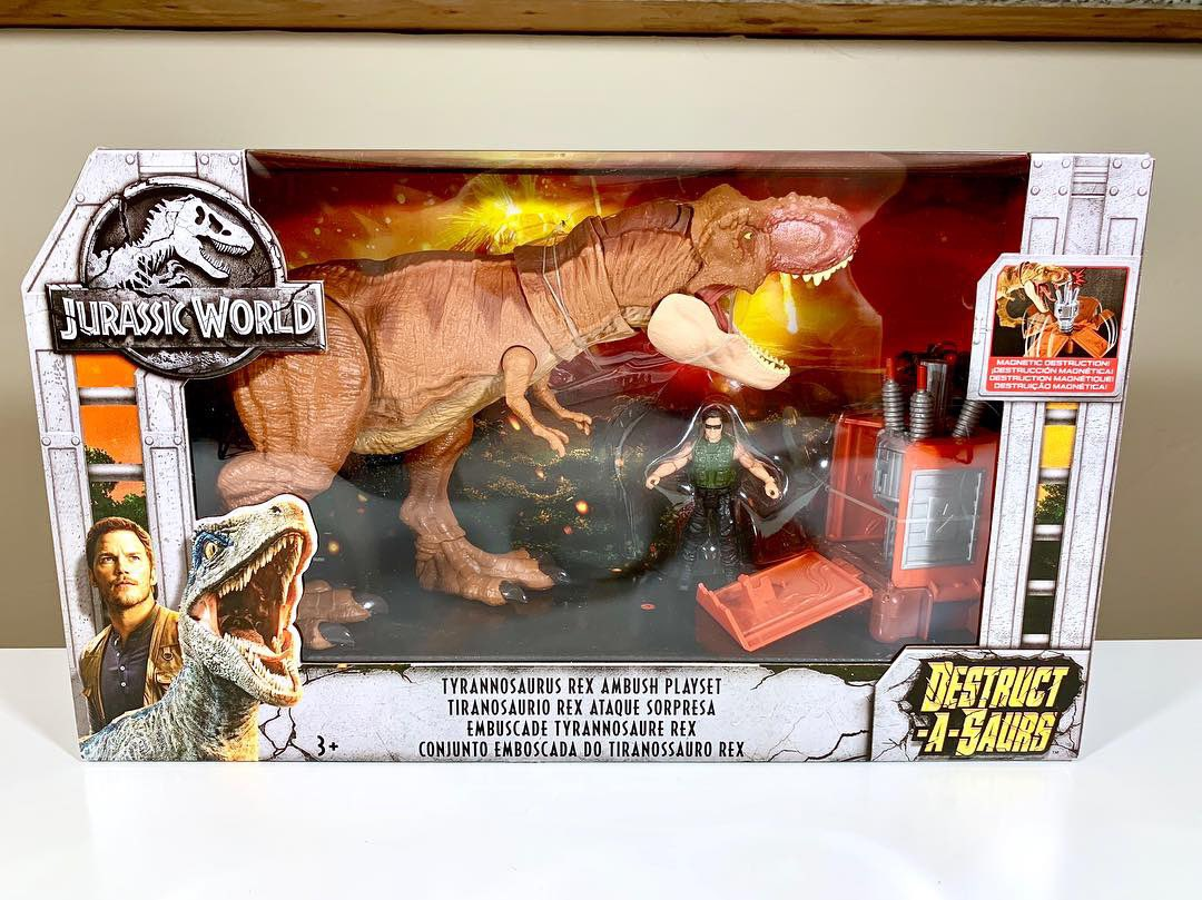 "A closer look at the ""Tyrannosaurus Rex Ambush Playset."" Each item in this set is unique to the set... no 100% repacks! Let me explain: <br>http://pic.twitter.com/0sDuAT2ADj"