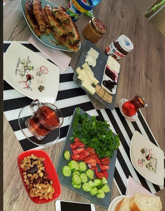 #Pazartesi sendromunu hafifletmenin en güzel yolu değil midir kahvaltı:-) 🌞 G Ü N A Y D I N 🌞 Fotoğraf