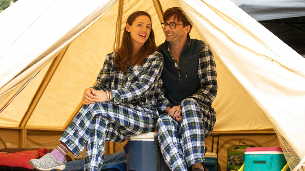 Promo photo of David Tennant and Jennifer Garner from episode six (Carleen?!) of Camping