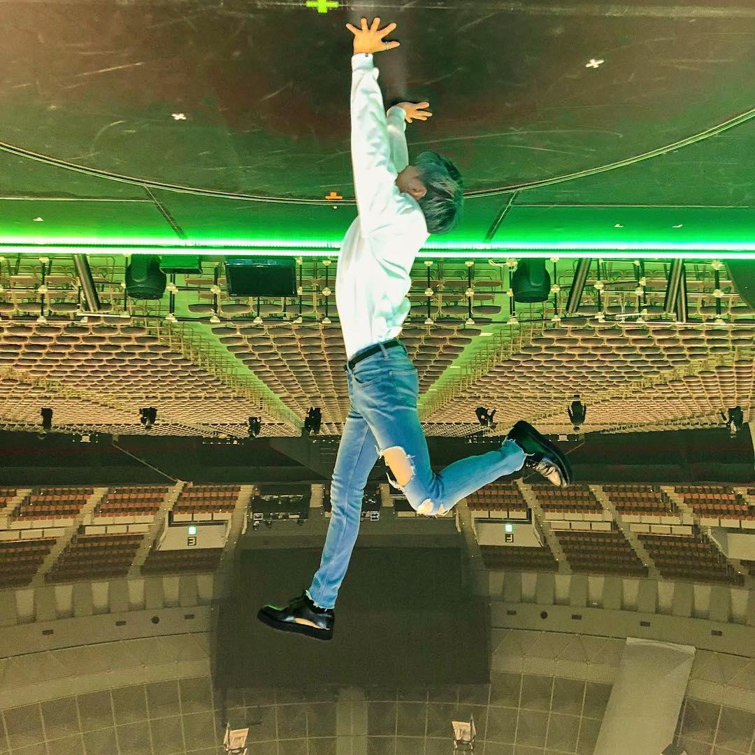 "shinee _jp_official Instagramより  ""神戸公演、ありがとうございました! 最後の東京公演もよろしくおねがいします!!""  テムちゃん、神戸公演お疲れ様🙆 東京公演もファイティン😆  #テミン #TAEMIN #SIRIUS #写真の向きはテミンからのリクエスト"