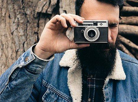 Valokuvasakissa on vielä tilaa muutamalle miehelle! Kuvaamisen tekniikkaa ja kuvien tarinoita tutkitaan kahden mielenkiintoisen miehen, Sunen ja Jefun johdolla, rennolla meiningillä! 😀👍📸♂️https://www.miessakit.fi/fi/ajankohtaista/?a=viewItem&itemid=7642… #valokuvaus #kännykkäkamera #järkkäri #toiminnanmiehet