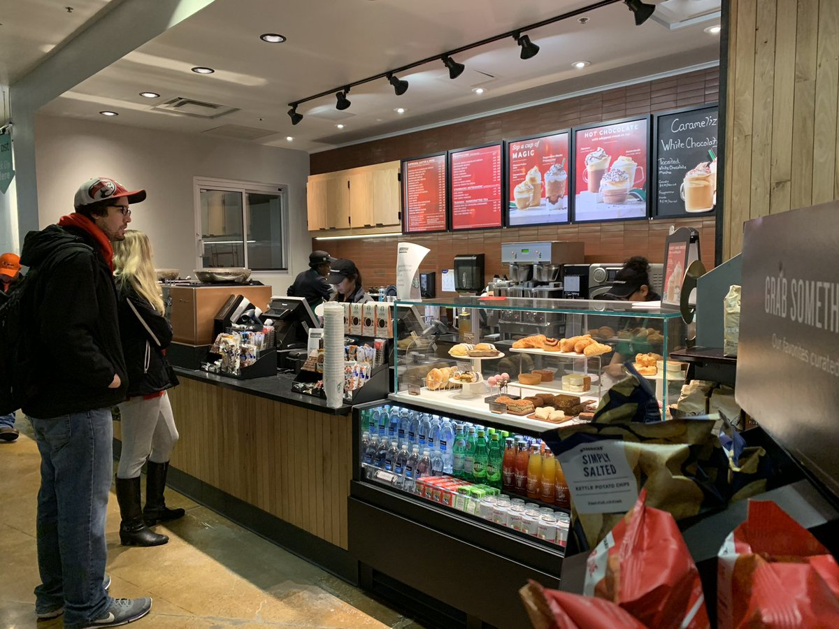 Uh Dining Services On Twitter Satellite Is Now Open Starbucks Smoothie King And Market The Room As Well