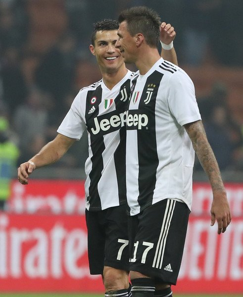 Cristiano Ronaldo & Mario Mandzukic together this season in Serie A: Cristiano: 8 Goals, 5 Assists Mandzukic: 5 Goals, 2 Assists Directly involved in 20 goals between them. 👊⚫️⚪️ Foto