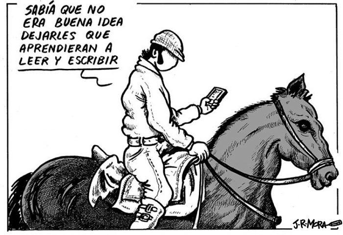 Abascal leyendo el tuiter rait nau.