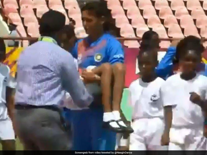 Harmanpreet Kaur carries unwell mascot off the ground during ICC Women's World T20   #HarmanpreetKaur #ICCWorldT20 #INDvPAK  Watch:  https://t.co/V1QKhuhYjm
